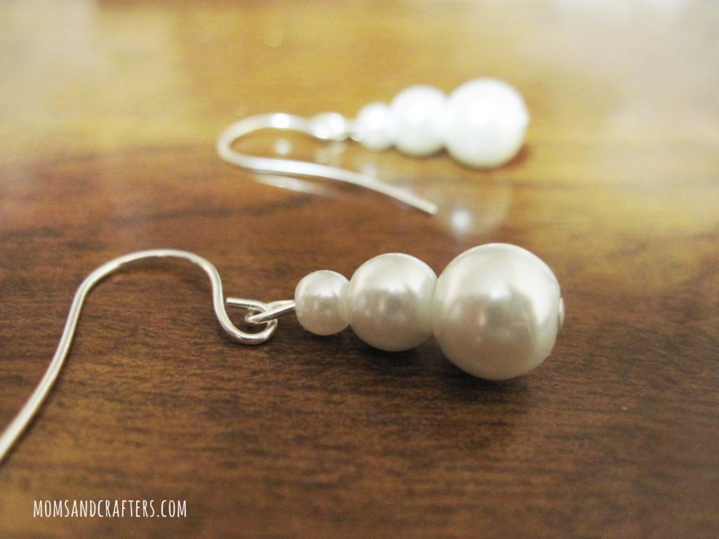 DIY Pearl snowman earrings