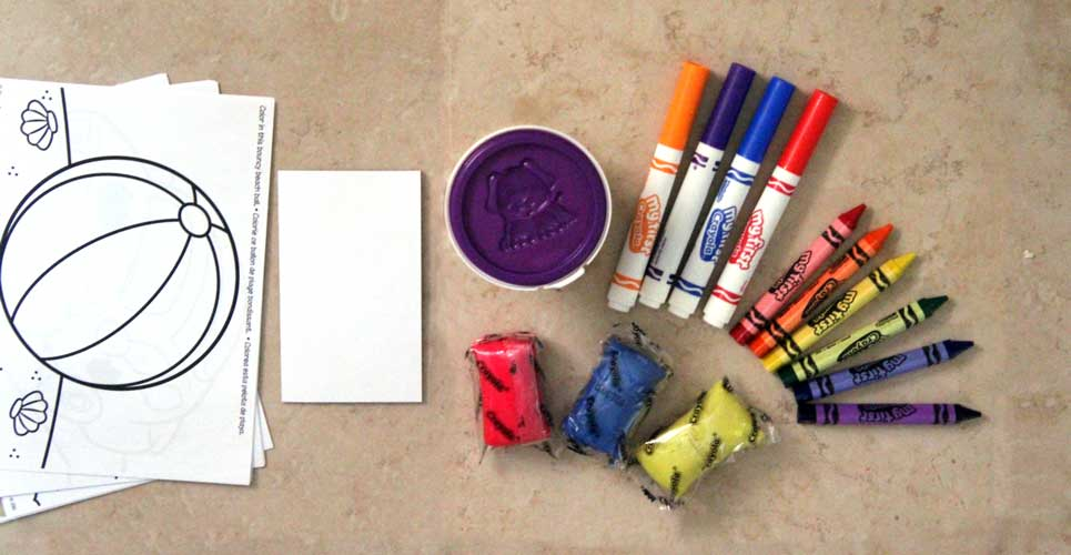 Make this DIY Crayola busy bag for toddlers by finding out which supplies are age appropriate and good for travel
