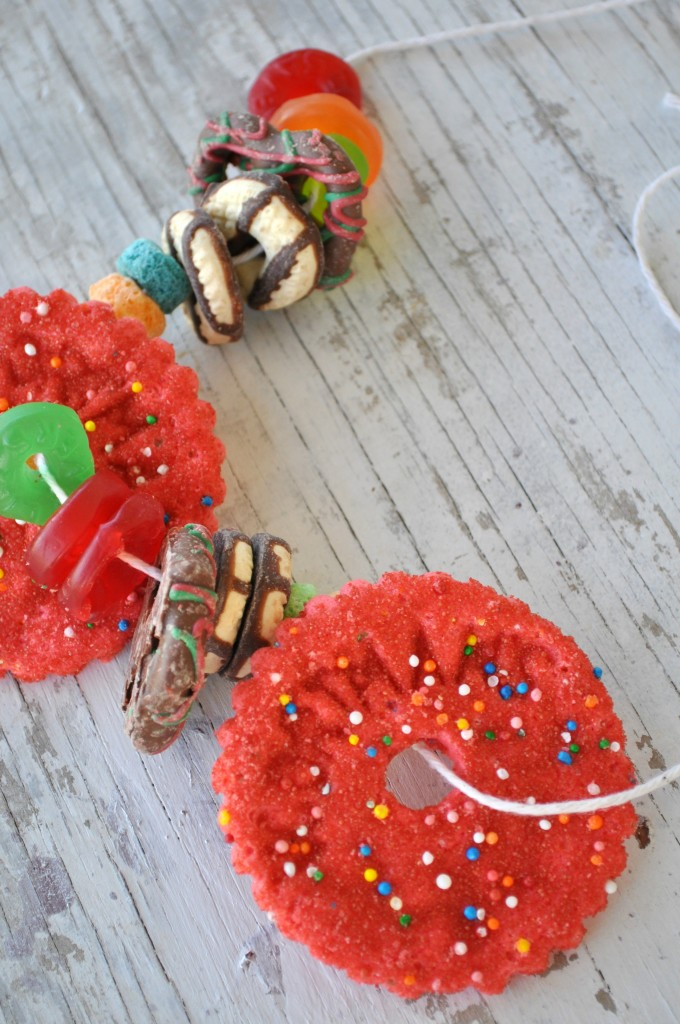Snack-Necklaces-Close-Up-680x1024