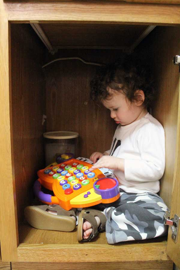 how-to-discipline-a-toddler-cover-cabinet