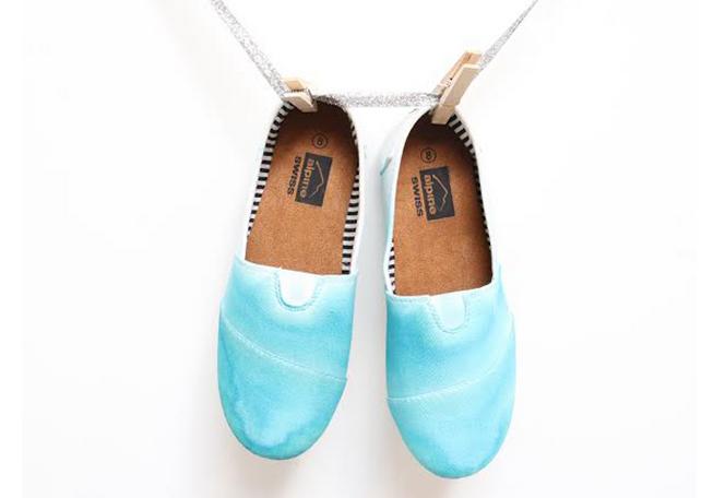 How To Dip Dye Sneakers Momtastic