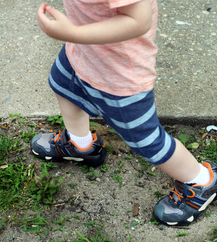 outdoor-activities-for-toddlers-1