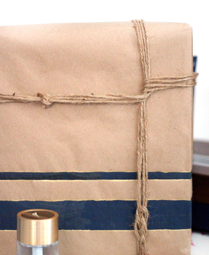 It's surprisingly easy to make this beautiful DIY nautical gift wrap for guys! Such a clever idea to wrap a gift for men.