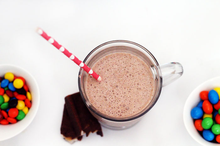 Make this delicious SNICKERS® shake recipe for summer fun! It's a lightly sweet cold summer drink.