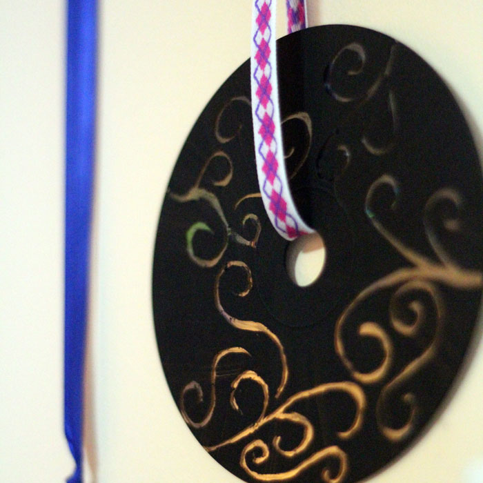 Upcycle old CDs and DVDs as doodle discs! Such a fun, easy craft for kids and adults of all ages!