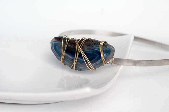 Isn't this wire wrapped headband stunning? And you can MAKE IT! It's such an awesome, professional craft to make to sell or as a DIY gift!