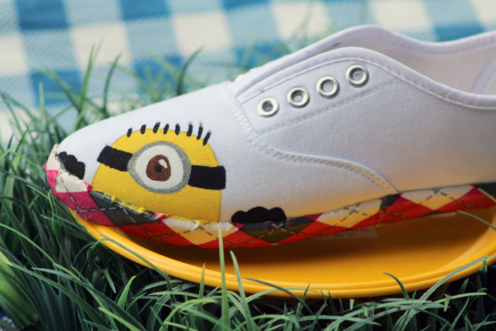 Make these adorable DIY Minion shoes by following these simple, step by step instructions. Such an adorable and fun minions craft for kids, moms, teens