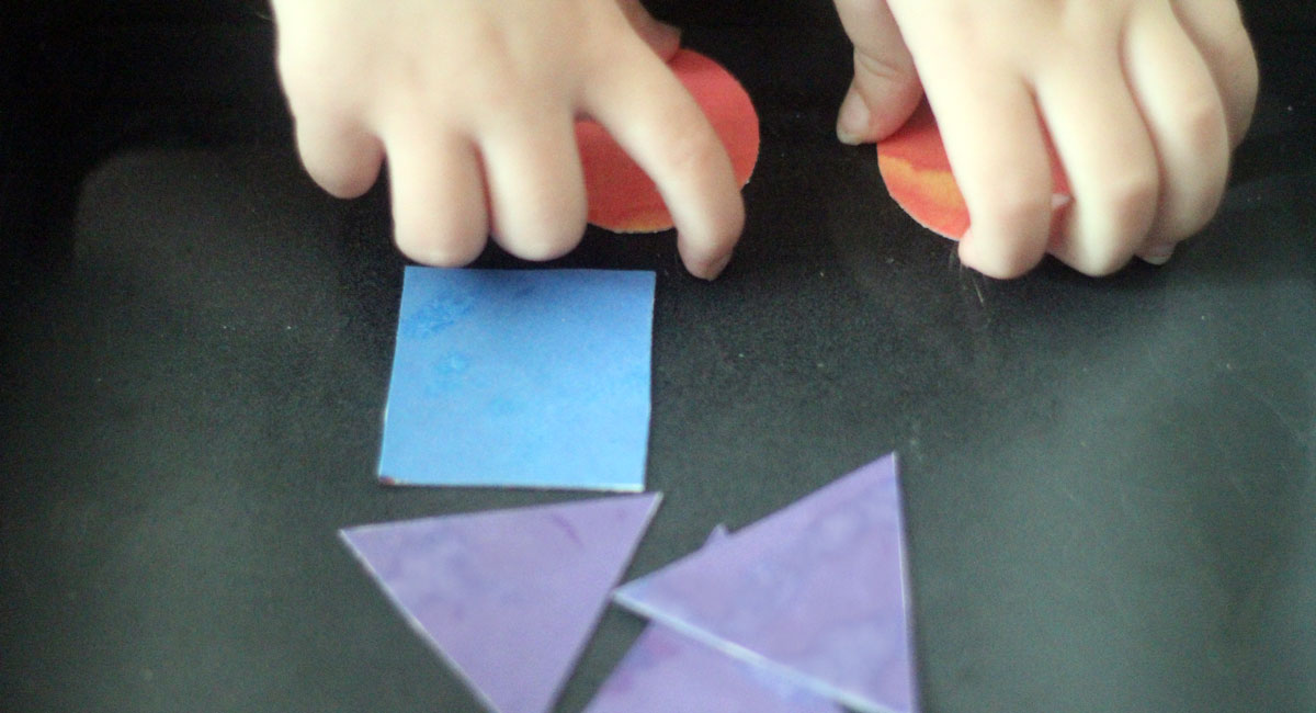 Make this super simple last minute travel toy for toddlers! It includes shape, color, and pattern play, plus a free printable to get you started!
