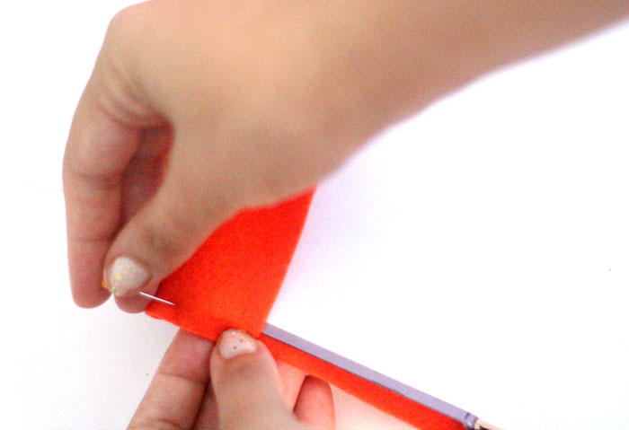 Make an adorable DIY felt covered notebook ! Such a great back to school craft for teens or tweens.