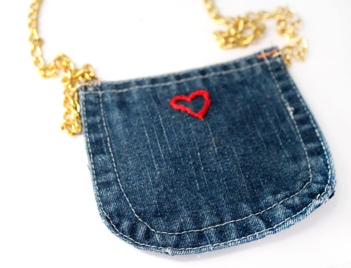 Isn't this DIY recycled denim purse adorable? Perfect for my niece. It's an easy no sew craft, great for kids or a cool accessory for storing a cell phone for teens.