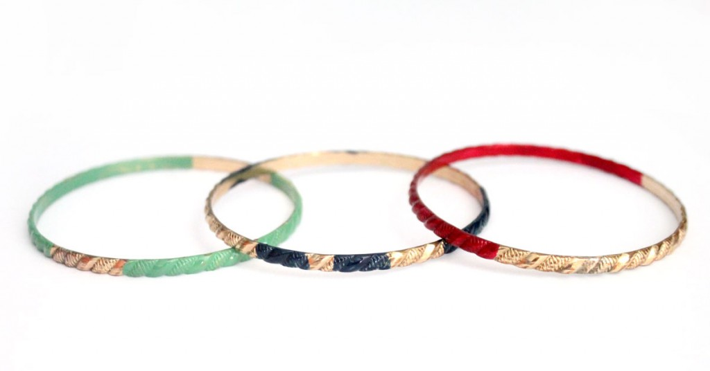 Revive makeover your old jewelry with these amazing painted bangles. Click to see which durable, hard-wearing, fast drying paint was used on this DIY recycled jewelry making craft!