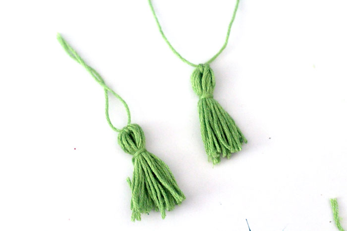 Make these super easy tassel earrings - a simple tassel craft and great beginner jewelry making DIY idea!