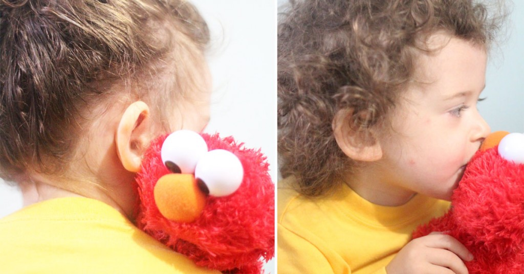 Elmo gift ideas | I LOVE these Elmo birthday party ideas - the tablescape is so cool! An Elmo theme is perfect for a first birthday party, or even second or third toddler birthdays. Check out this list of easy ideas.