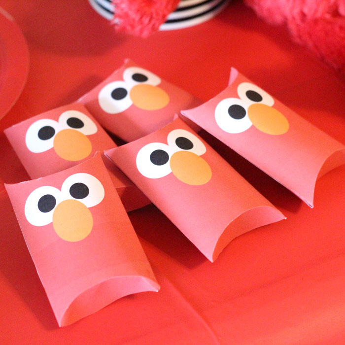 Elmo treat boxes | I LOVE these Elmo birthday party ideas - the tablescape is so cool! An Elmo theme is perfect for a first birthday party, or even second or third toddler birthdays. Check out this list of easy ideas.