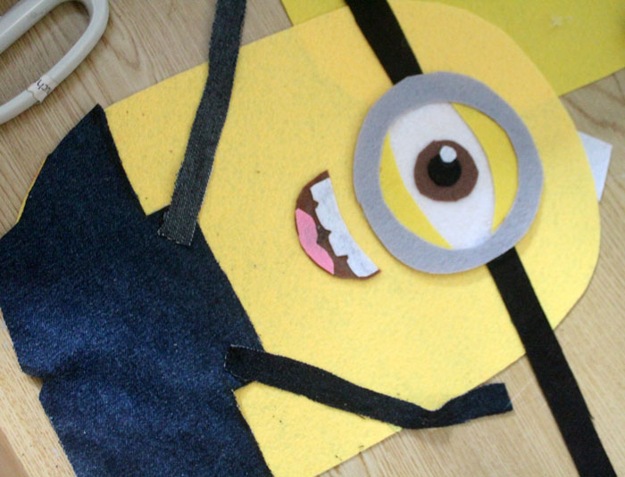 Make this fun felt minion pillow craft for your movie night! It's an adorable plush DIY minion that's easy to make and fun to cuddle!