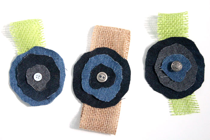 Make super easy crafts from old jeans! These 16 recycled denim crafts and DIY ideas are perfect for upcycling and repurposing old clothing. They make great teen crafts too :)