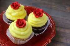 If you're looking for Beauty & The Beast party ideas, why not give these beautiful and easy Belle cupcakes a try. Don't you just love 'em? What a fun food idea!