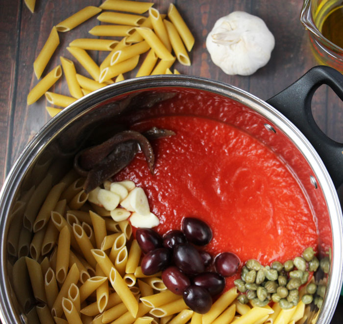 Make this delicious pasta puttanesca one-pot dinner recipe! This easy single dish meal is totally kid-friendly, plus it's kosher too! Perfect for busy moms...