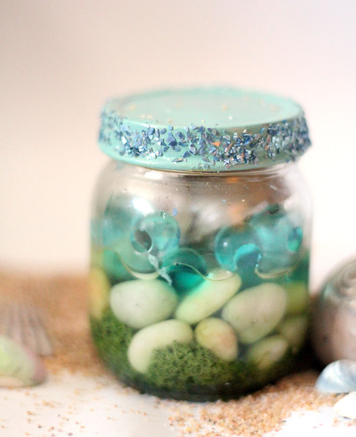 Have a favorite seashell? Make this beautiful beach-in-a-jar seashell keepsake craft to display! It's a great summer sea-inspired centerpiece, or just-for-fun idea for kids, adults, and teens!