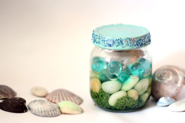 Rocks are probably the cheapest (I mean free-est) craft supply out there, because that's totally what they are - craft ready! These 16 things to make with rocks will keep you busy on a budget! These are great nature crafts for kids, teens and adults and are easy to make DIY ideas!