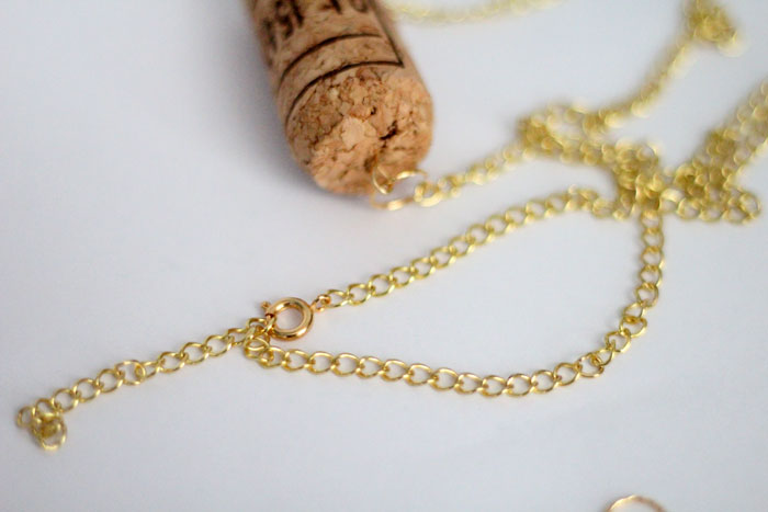 I'm always looking for ways to recycle wine corks and this DIY cork necklace craft is so easy and pretty! It's a beginner jewelry making craft, cheap, and great for teens too!