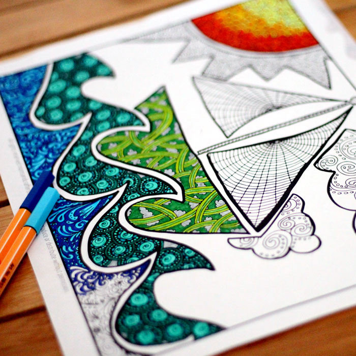 16 ocean crafts all in a sea and beach theme! I love these summer craft ideas and DIY. You'll find something for everyone - toddlers, kids, adults... even some adult coloring pages!