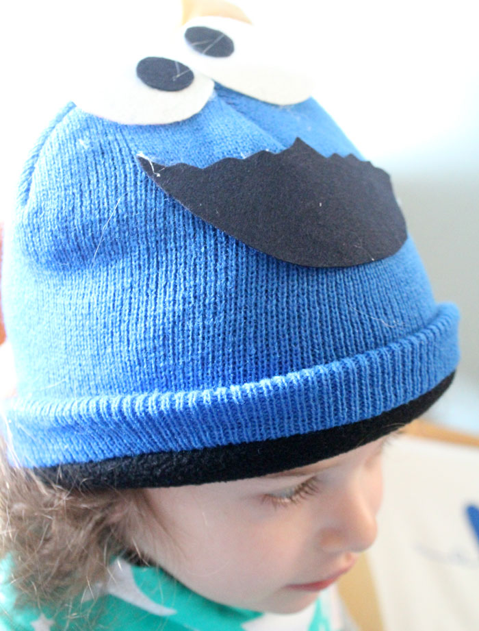 This DIY cookie monster costume is a perfect costume for pregnant lady! You can make the maternity version or use the same tutorial for a toddler or young kid. It's a no-sew tutorial of course, and perfect for Halloween, Purim or pretend play!