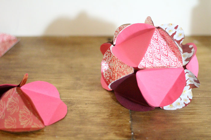 Make a beautiful apple paper globe to decroate your party or home! It's also a great sukkah decoration or rosh hashanah craft - for the Jewish High Holidays. This makes a perfect paper craft for teens and it's easy to adapt into anything.