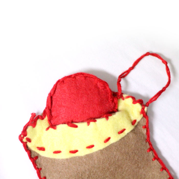 I love this DIY felt rosh hashanah toy based on the tradition of dipping the apple in the honey on the Jewish High Holidays! Make this DIY fine motor toy for toddlers in honor of the Jewish new year.
