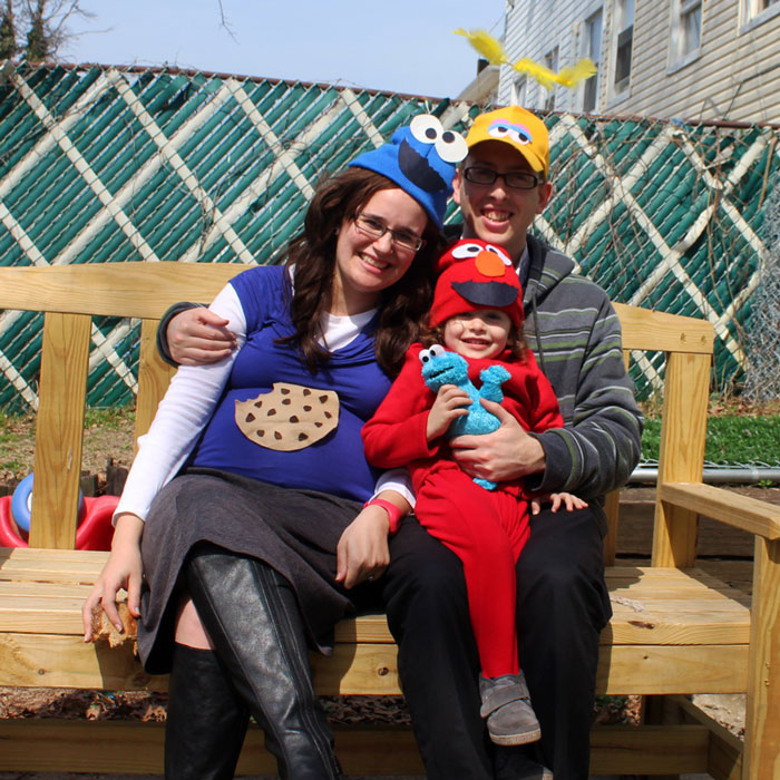 Family costumes are so much fun and this Sesame Street inspired family costume idea is so easy too! These DIY no sew costumes were quick and easy to throw togethe and perfect for toddlers or for a family to dress up together on Halloween or Purim.