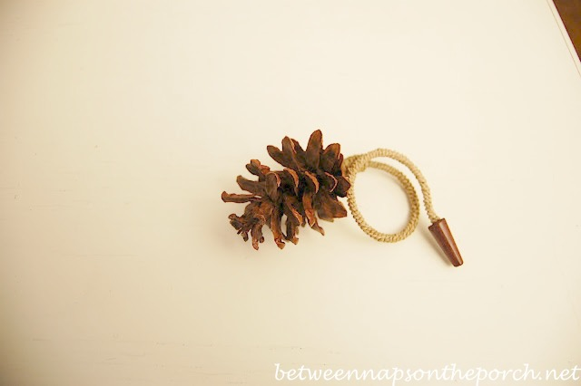 pine-cone-napkin-ring_wm