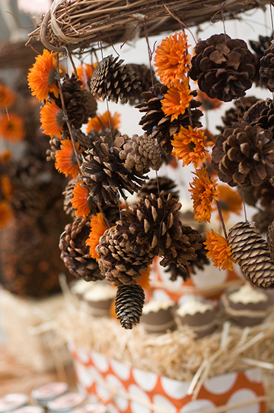 fall-pinecone-chandelier-1