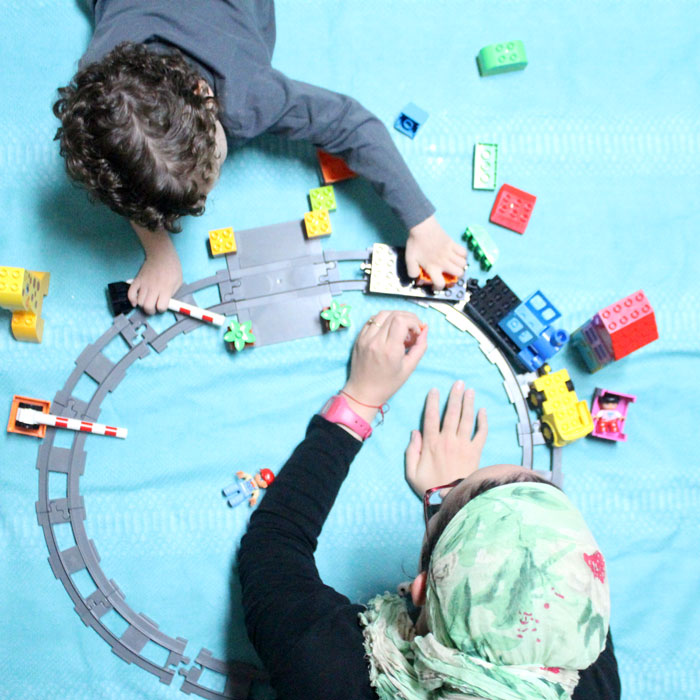 Love these ideas for a playdate with mom - perfect way for mothers to spend time with preschool age children! It includes snack ideas, activities, lots of things to do with LEGO DUPLO bricks, tons of educational fun ideas for toddlers and preschool.