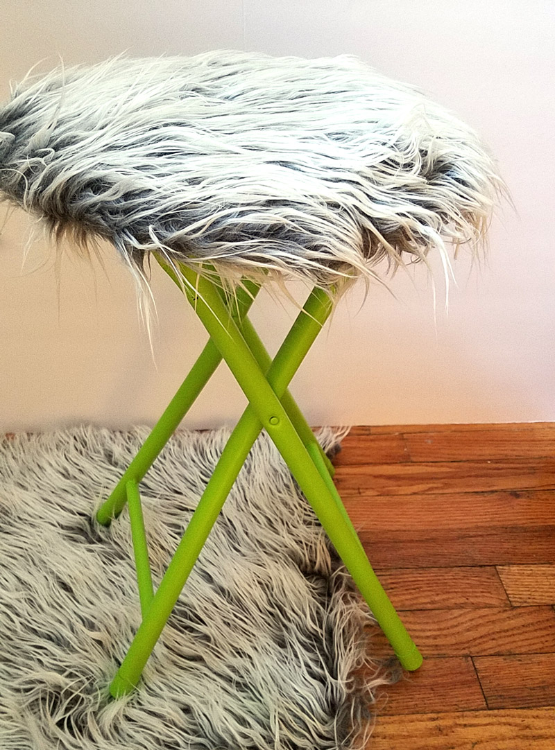 This fur stool makeover has IMPACT! It took me about half an hour including drying time... it's an easy DIY bar stool makeover that was done on a metal stool but works on wooden stools too. It's great for craft room or a teen girl's bedroom decor idea, use a round stool to sit, dress, or even as a night stand!