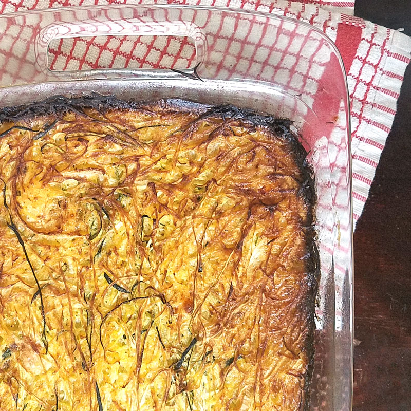 Mmmm... make this delicious spaghetti squash kugel recipe as an alternative to potato kugel. This delicious vegetable casserole is a great side dish or one-pan dinner idea. An easy, protein-rich dinner recipe for busy moms - win-win indeed!