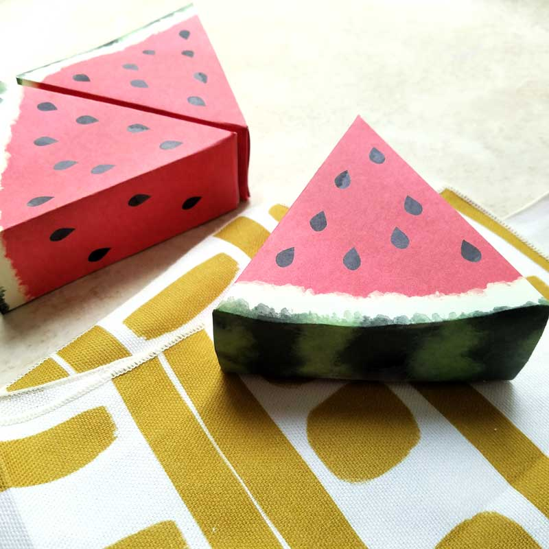 These paper craft templates are simply adorable! I love this beautiful watemelon paper craft - it's a free printable perfect for pretend play, summer party or picnic decor, table props, or anything really! These fruit printables have a realistic watercolor touch to them.