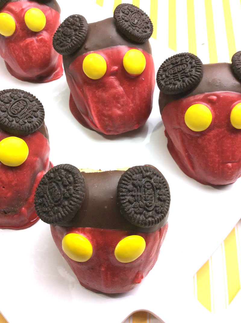 These chocolate covered strawberries are the perfect Mickey Mouse food for your Disney themed party! These Mickey Mouse inspired snacks are easy to make and fun for cooking with kids, or for your mickey themed birthday party!