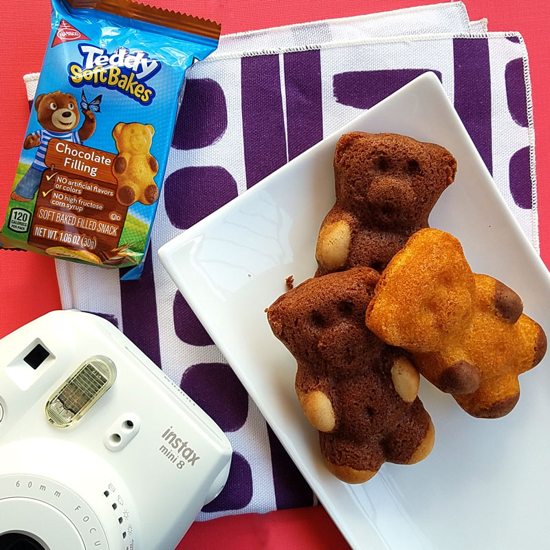 Making memories out of everyday moments is a great way to connect with your child throughout the day - even during after school snacktime! These ideas to connect are parenting tips for creating great childhood memories with your preschoolers, kindergarten kids, or any young children.