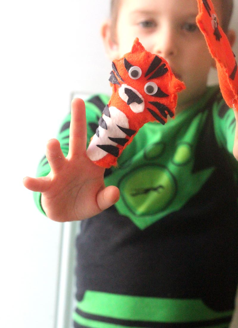 Make this adorable streak of tiger finger puppets - a fun tiger craft celebrating the collective noun. This DIY toy is quite easy to make and perfect for using up felt scraps. You'll get a free pattern so you don't need to worry about being artsy, and from there you can get creative and make your own variation!