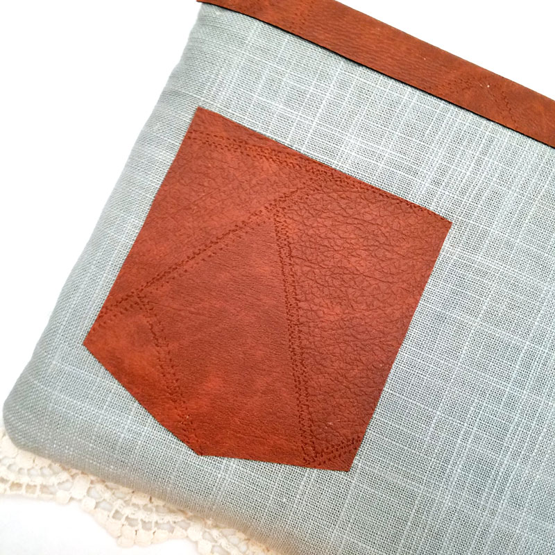 Make an easy DIY laptop sleeve - this quick and easy sewing tutorial for a laptop or tablet case has beautiful linen and leatherette detail! The leather gives it a bright touch, the lace makes it a bit feminine. You'll love it! No pattern needed - fits with any size computer notebook! I made it for a Surface Pro 4.