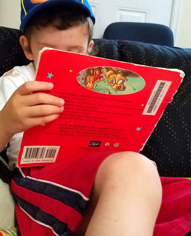 Want to inspire your kids to love reading? These 16 easy ideas are perfect for getting kids to love books- great tips for teaching and parenting kindergarden and preschool kids with strong literacy skills!