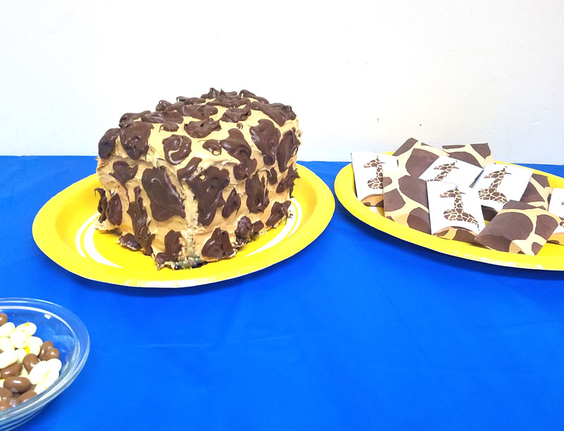 Giraffe Birthday Cake Moms and Crafters