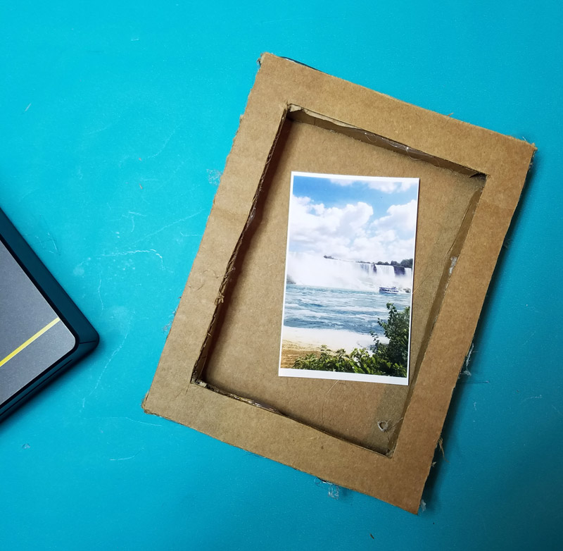make a fun diy shadow box frame to give as a last minute photo gift that - Diy Cardboard Picture Frame