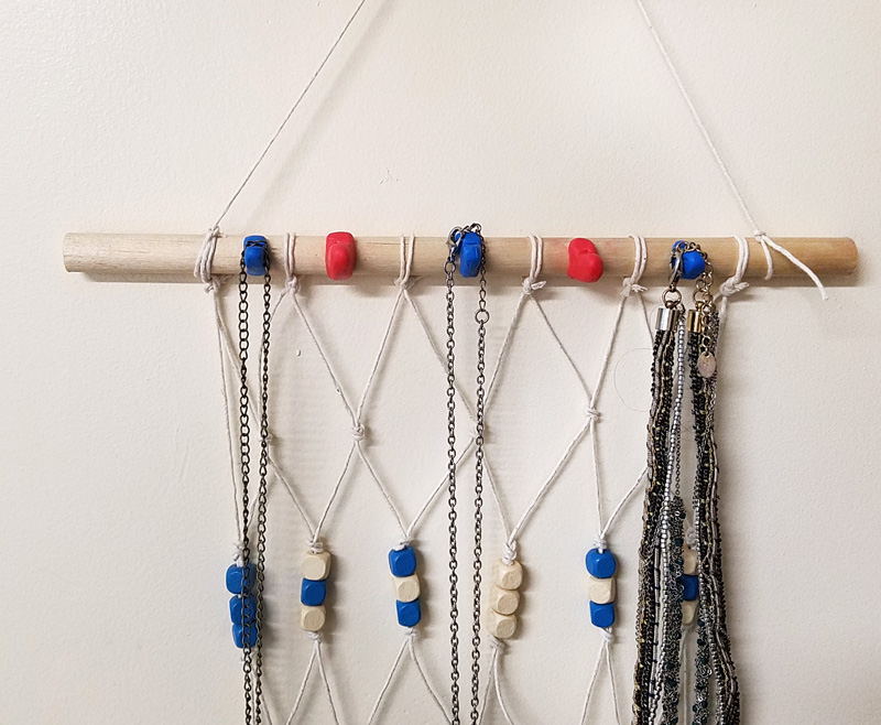 Make this fun valentine's day craft for tweens and teens - a heart hanging jewelry organizer! the heart hooks on this are super cool and it's a cool DIY project for teens and tweens to make - easy too! #hearts #valentinesday #tweencrafts #tweencraft #teencraft