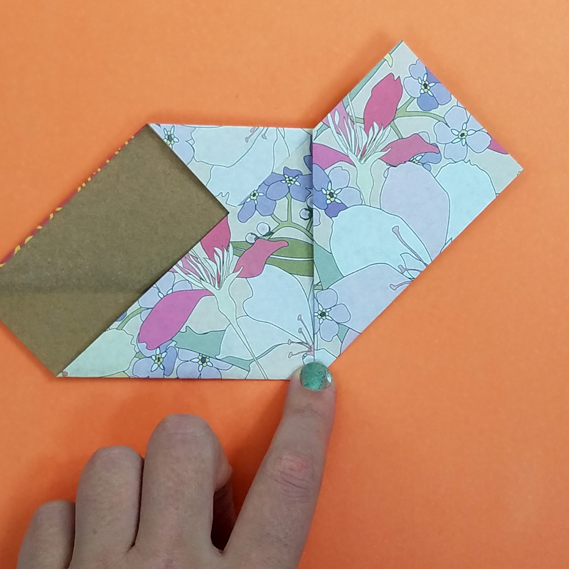 Make this sweet little origami heart card craft - an easy and fun paper craft for tweens and the perfect valentine's day craft for teens too! #valentinesday #valentine #teencraft #tweencraft #papercraft #origami #heart