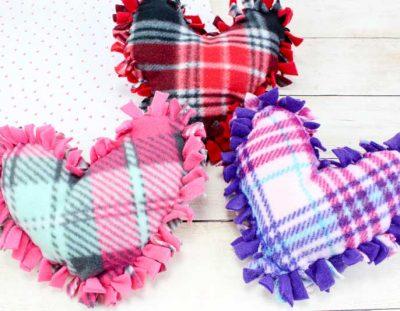 Valentine Pillows – No Sew Fleece Tie Heart Pillows