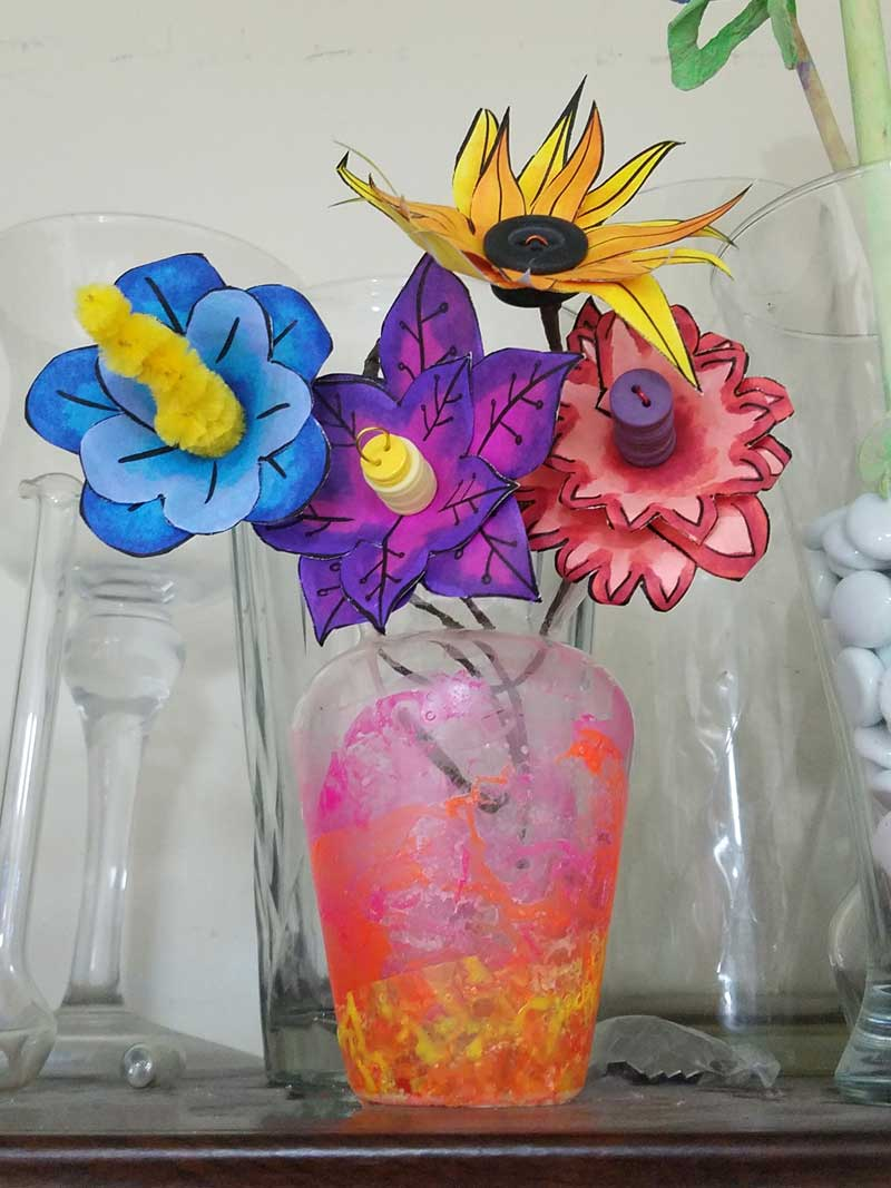 These paper flower templates are too cute for words! What an adorable Spring craft for tweens, teens, or grown-ups! This papercraft is so versatile - use it to set a Spring table, as napkin rings, or put these DIY flowers in a vase. These paper flowers can be made by coloring them in, or using scrapbook paper scraps. #papercraft #spring #freeprintable