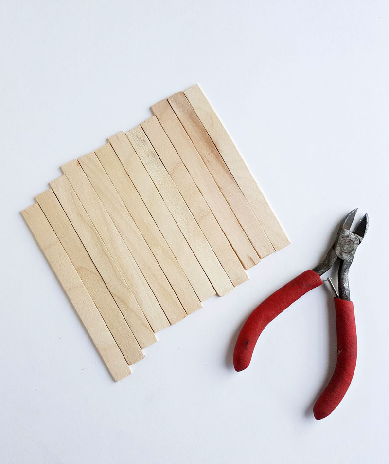 pallet coasters from craft sticks step 1