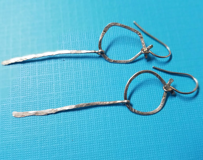 How to Make Wire Earrings from Scratch - Moms and Crafters