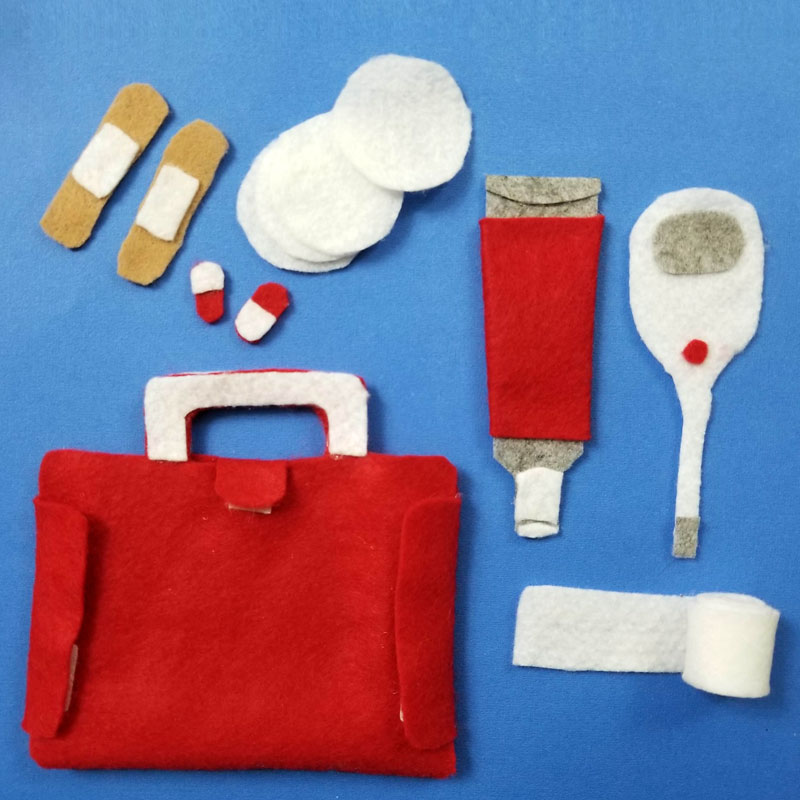 Toy First Aid Kit from Felt - Free Printable Template! (no sew)